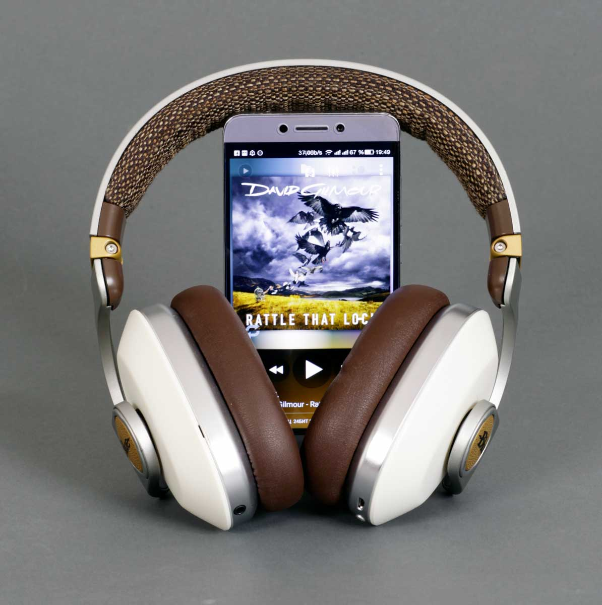 сопряжение наушников Satellite с смартфоном