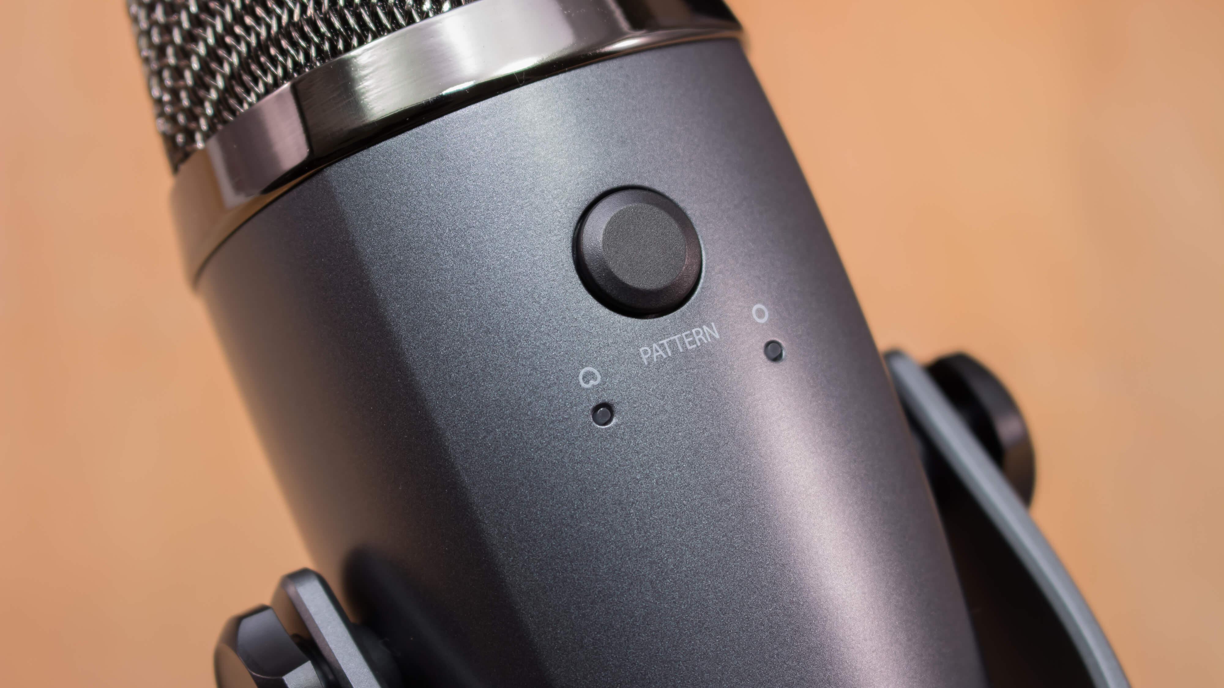 Кнопка режимов микрофона Blue Yeti Nano