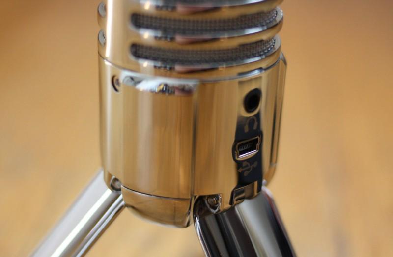 Микрофон оснащен стерео 1/8-дюймовый (3,5 мм) разъемом